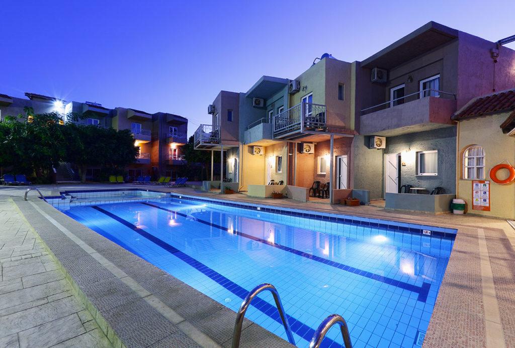 Cosman Hotel 3*, бассейн