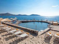 Пляж отеля Elounda Breeze Resort, детская лагуна